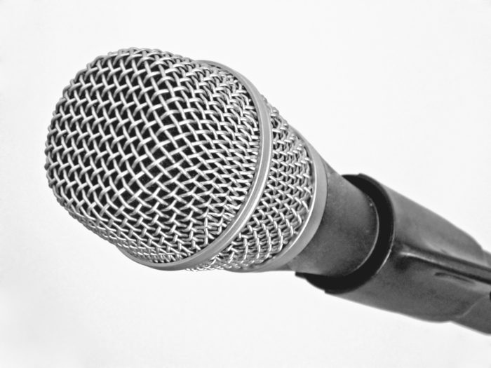 toothbrushing songs microphone © Dreamstime.com